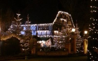 beleuchtetes Fachwerkhaus Weihnachtszeit