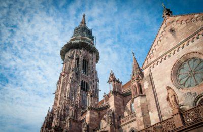 Kathedrale Blick nach oben Turm