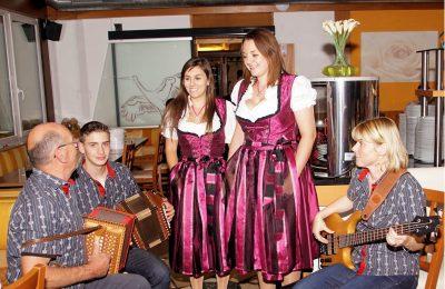Piemont Saisonschlussfahrt Claudia und Daniela Jaun