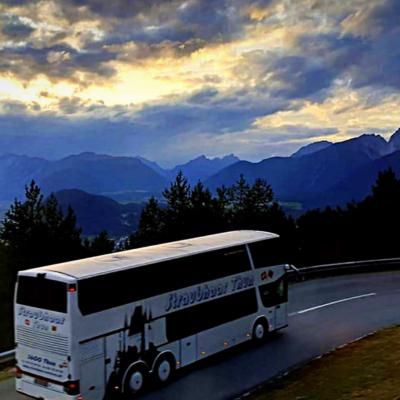 Bus Reise Berge Ausblick